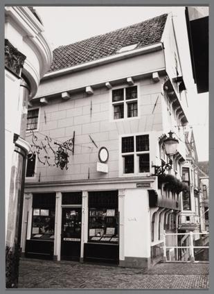 De enige stenen gevel van het Huis met de Kogel, 1985.