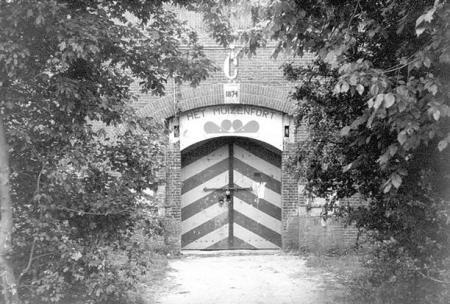 Ingang van Muizenfort, toen nog zonder de Vestinggracht, 1984.