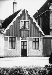 Het pandje op z'n oorspronkelijke plek, Lagedijk 36 in Koog aan de Zaan