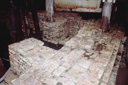 De fundamenten van het kasteel.