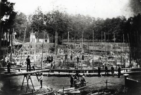 De bouw van Fort aan de Ossenmarkt in 1860.