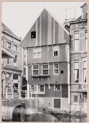Houten voorgevel van het Huis met de Kogel, 1948.