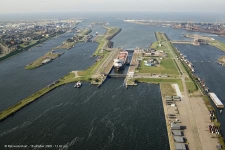 Het sluizencomplex van IJmuiden.