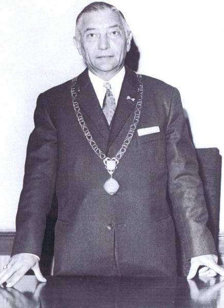 Burgemeester Nielen bij zijn 25-jarig ambtsjubileum in 1970.