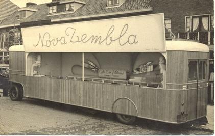 De eerste wagen van de gebroeders Blauw, 'Nova Zembla', stond aan de Bergerweg ter hoogte van de Bergerbrug, 1948.