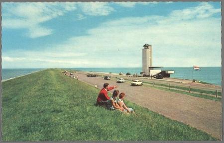 Monument op de Afsluitdijk.