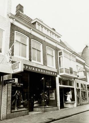 Het winkelpand van Vet Spijkerbroeken aan de Langestraat 33.