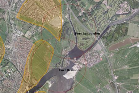 Overzichtskaart van forten benoorden en bezuiden Spaarndam met inundatiegebieden en schootsvelden.