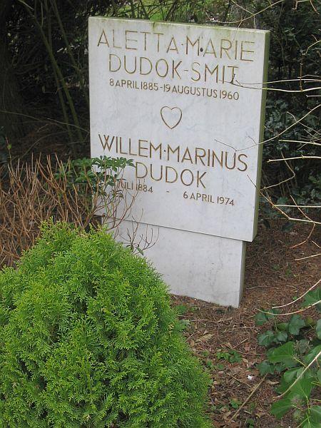 Het graf van Dudok en zijn vrouw.