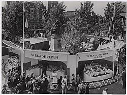 De stand van Verkade op de eerste braderie in Zaandam, 1952.