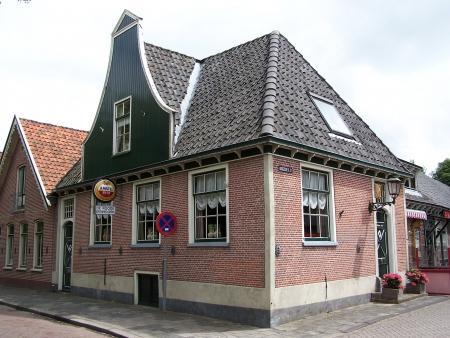 Het oude dorpscafé 'De Rode Eenhoorn' in Nieuwe Niedorp