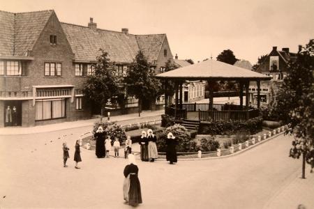 Vroeger stond op het Oude Raadhuisplein een muziekkiosk.