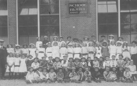 Leerlingen poseren in 1918
