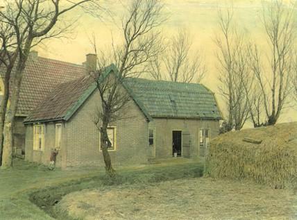 Het huis aan de Limmerweg 7 in Egmond-Binnen in 1951.
