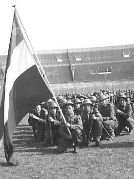 De herdenking in het Olympisch Stadion op 4 mei 1946.