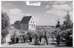 De voormalige apotheek moederziel alleen op de Zaanse Schans, 1960