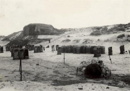 Het strand van Zandvoort, juli 1945.