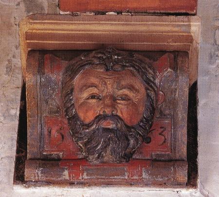 Natuurstenen console in de vroegere gasthuiszaal met het hoofd van Hercules