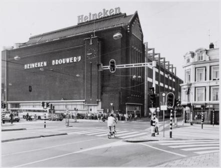 Stadhouderskade 78-79, Gezicht op de Heineken bierbrouwerij 1982