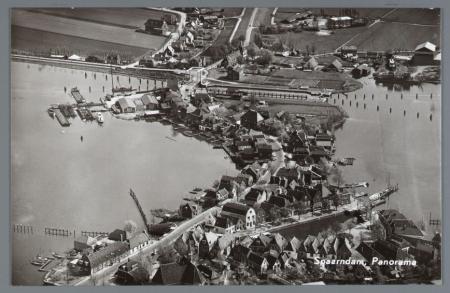 Luchtfoto van Spaarndam.