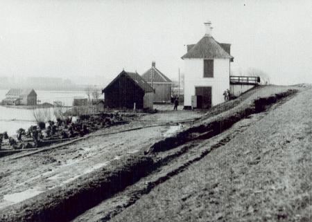 De zeedijk en de dijkweg in 1916