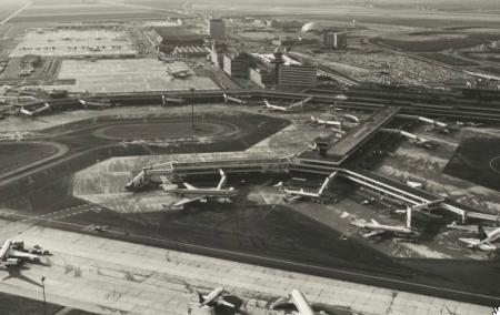Schiphol-Centrum, midden jaren zeventig.