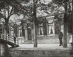 Het pand op zijn plek in Zaandijk, Lagedijk 238. Circa 1900