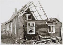 De demontage van het wevershuis aan de Dorpsstraat 515-517