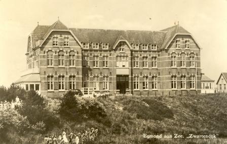 Koloniehuis Zwartendijk in Egmond aan Zee.