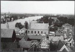 Oostzijde, noordelijke richting met in het midden het gebouw van de Volksbond