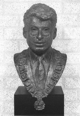 Drs. Eduard van Thijn (1934), raadslid 1962-1971, burgemeester van Amsterdam (1983-1994)