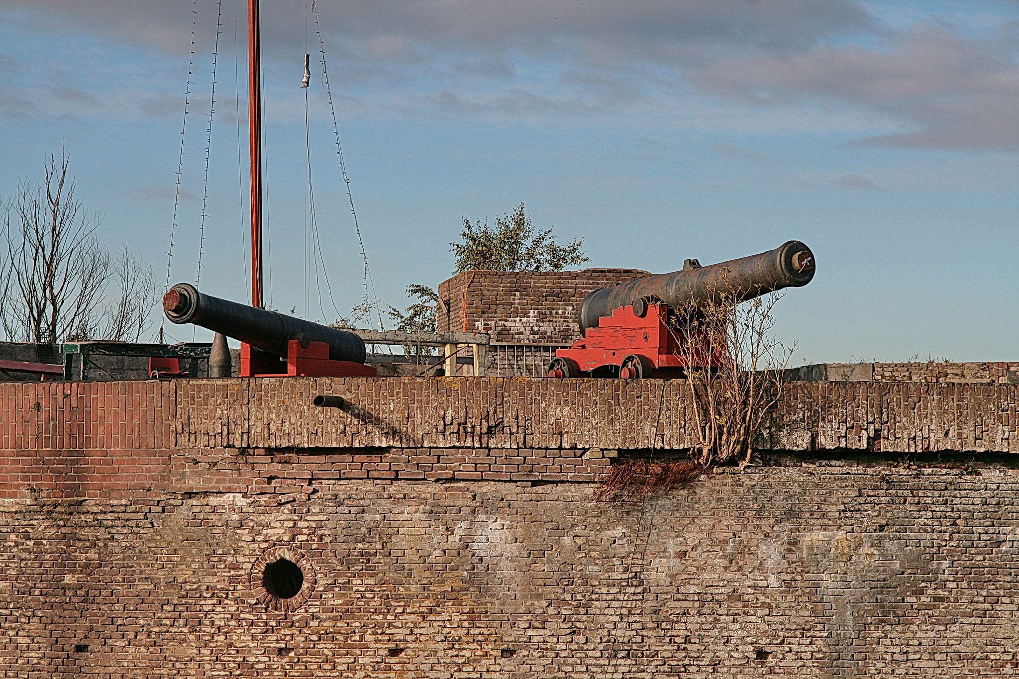 Westbatterij Muiden: kanonnen.