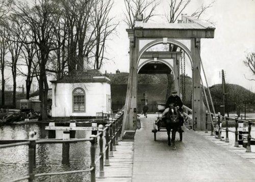 Ophaalbrug naar de Ossenmarkt Weesp.