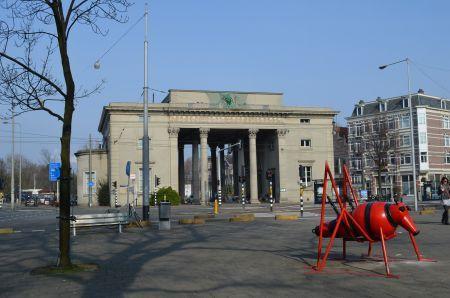 De Haarlemmerpoort op het Haarlemmerplein.