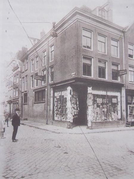 De allereerste zaak van Anton Dreesmann in Amsterdam. [c] ARCHIEF V&D