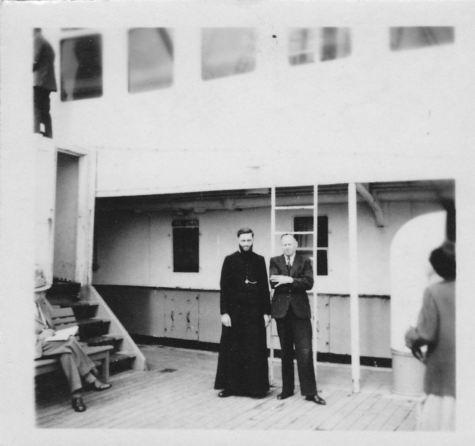 Op de Volendam in de haven van Tandjong Priok, 1948.