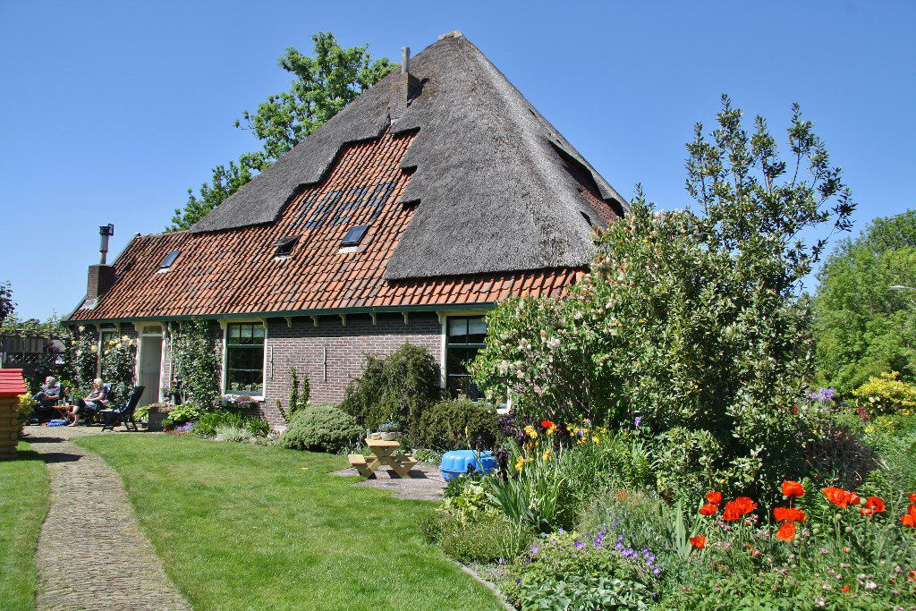 Stolpboerderij uit 1829 in Andijk. Foto: Mart Groentjes