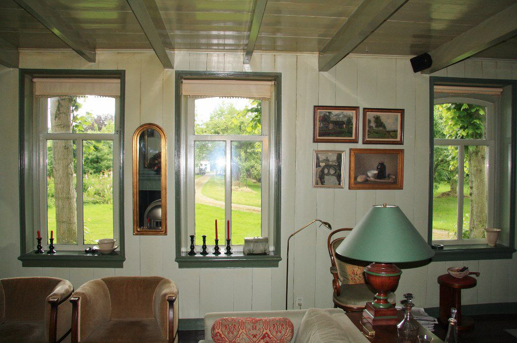De woonkamer van stolpboerderij Vredenburgh in de Beemster.