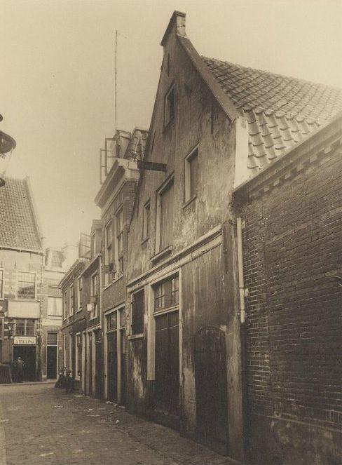 Peuzelaarsteeg, circa 1900.