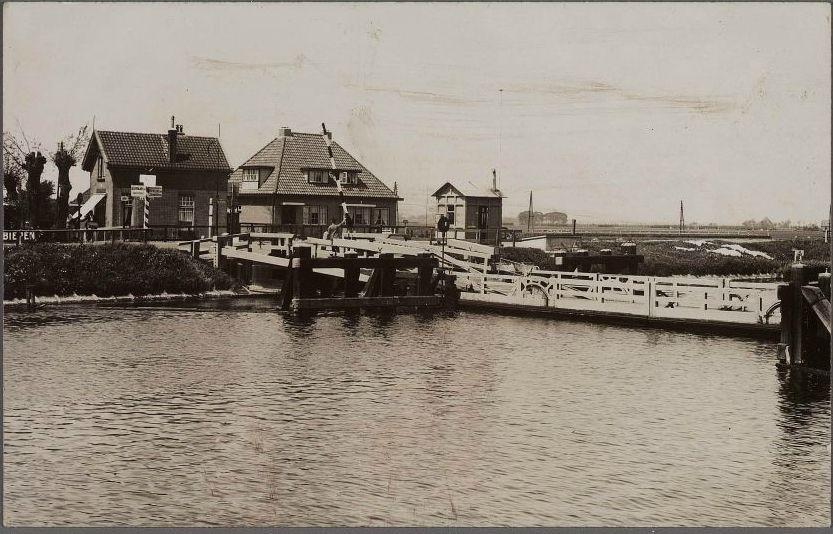 Vlotbrug bij Koedijk, ansichtkaart uit 1937