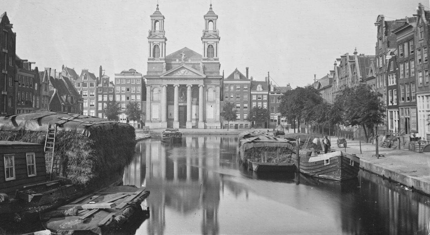 De Leprozengracht met de Mozes en Aäronkerk voor de demping in 1882