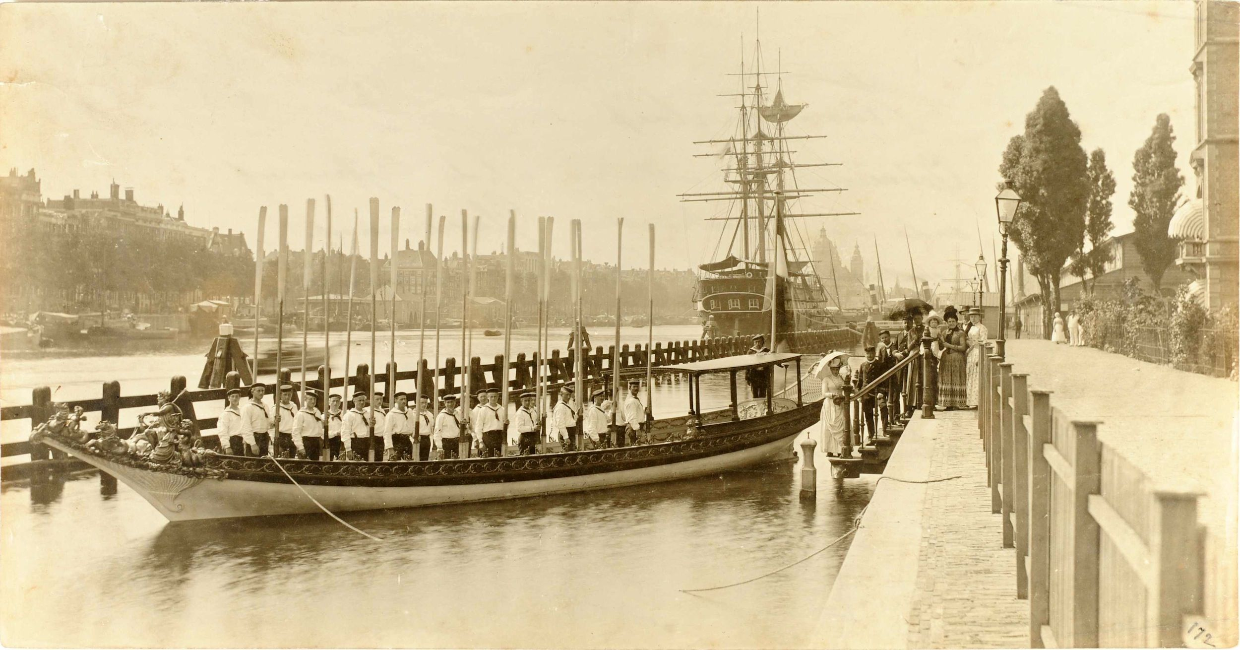 De Koningssloep in het Oosterdok, rond 1900