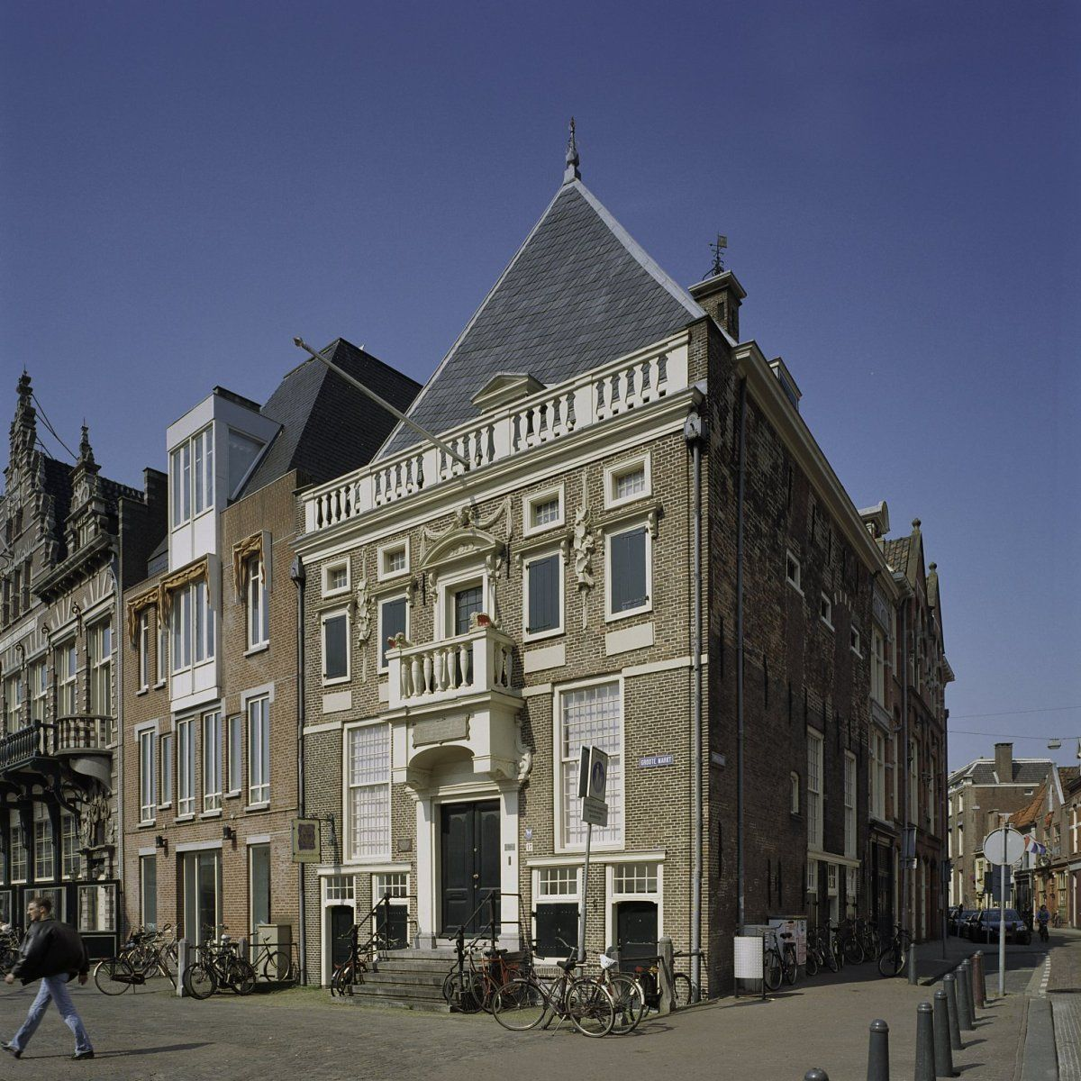 Het gebouw van de Hoofdwacht op de Grote Markt van Haarlem