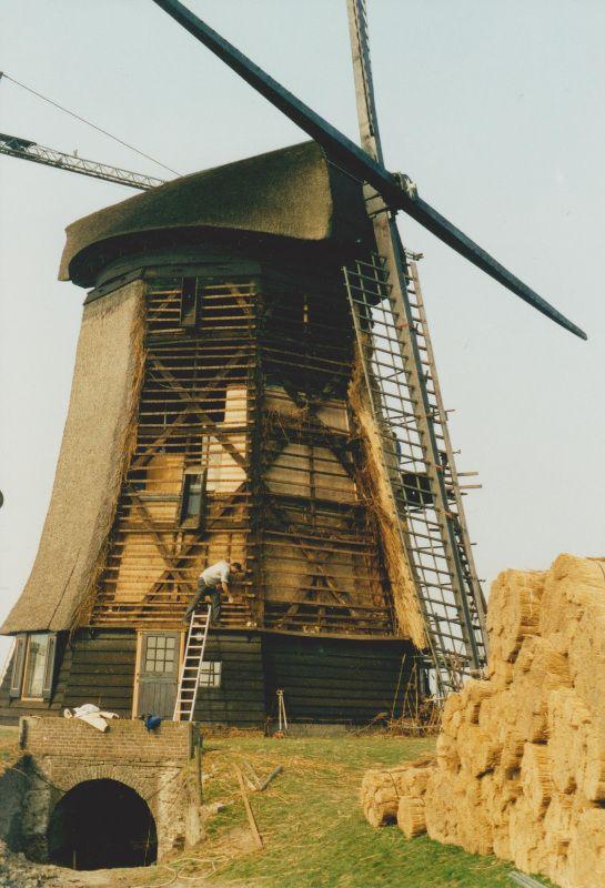 Restauratie van de bewoonde poldermolen E in mei 2003
