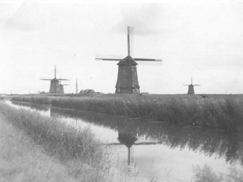 Historische foto van de molens aan de Noordervaart