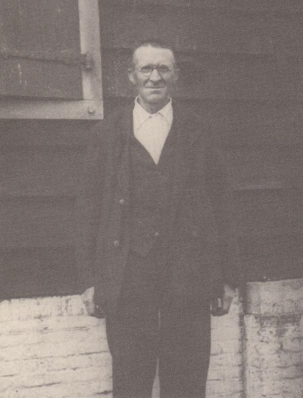 Molenaar Frederik van Leijen voor zijn strijkmolen I