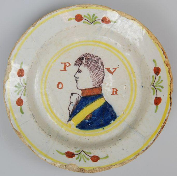 Faiencebord met prins Willem I van Oranja-Nassau, datering: 1815-1840. Bron: Huis van Hilde, inventarisnummer: 9514-05.