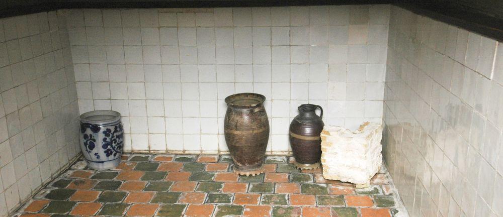 De drijvende kelder van het Steenen Coopmanshuys, nu het Edams Museum.