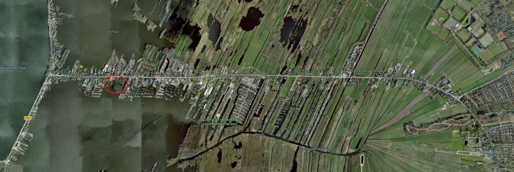 Luchtfoto Oud-Loosdrecht met de locatie van het plangebied omcirkeld.