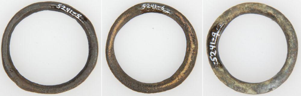 Messing ringen, waarschijnlijk gordijnringen (1500-1900).